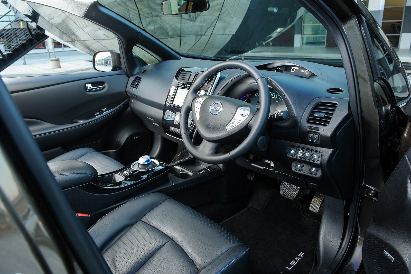5: Nissan Leaf - interior