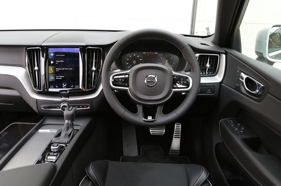2017 Volvo XC60 D4 Momentum - interior