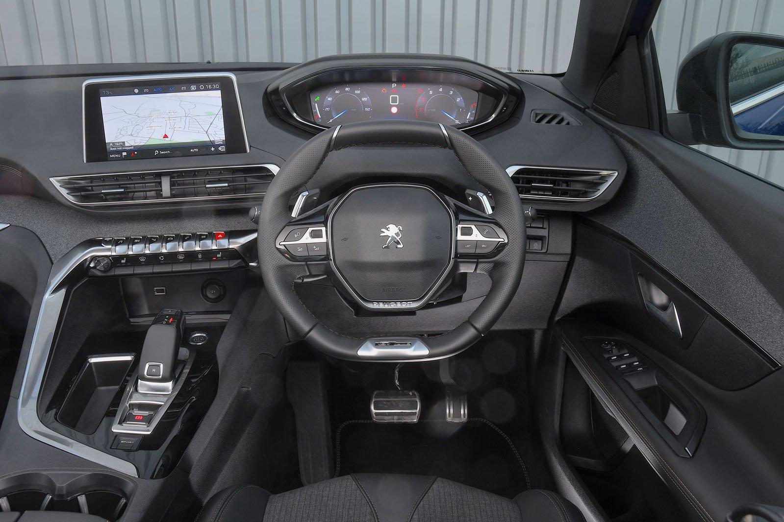 3: Peugeot 3008 - interior
