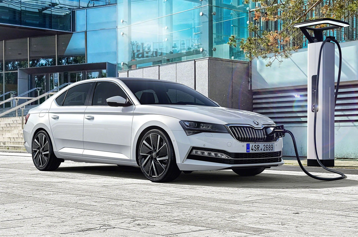 2020 Skoda Superb iV charging