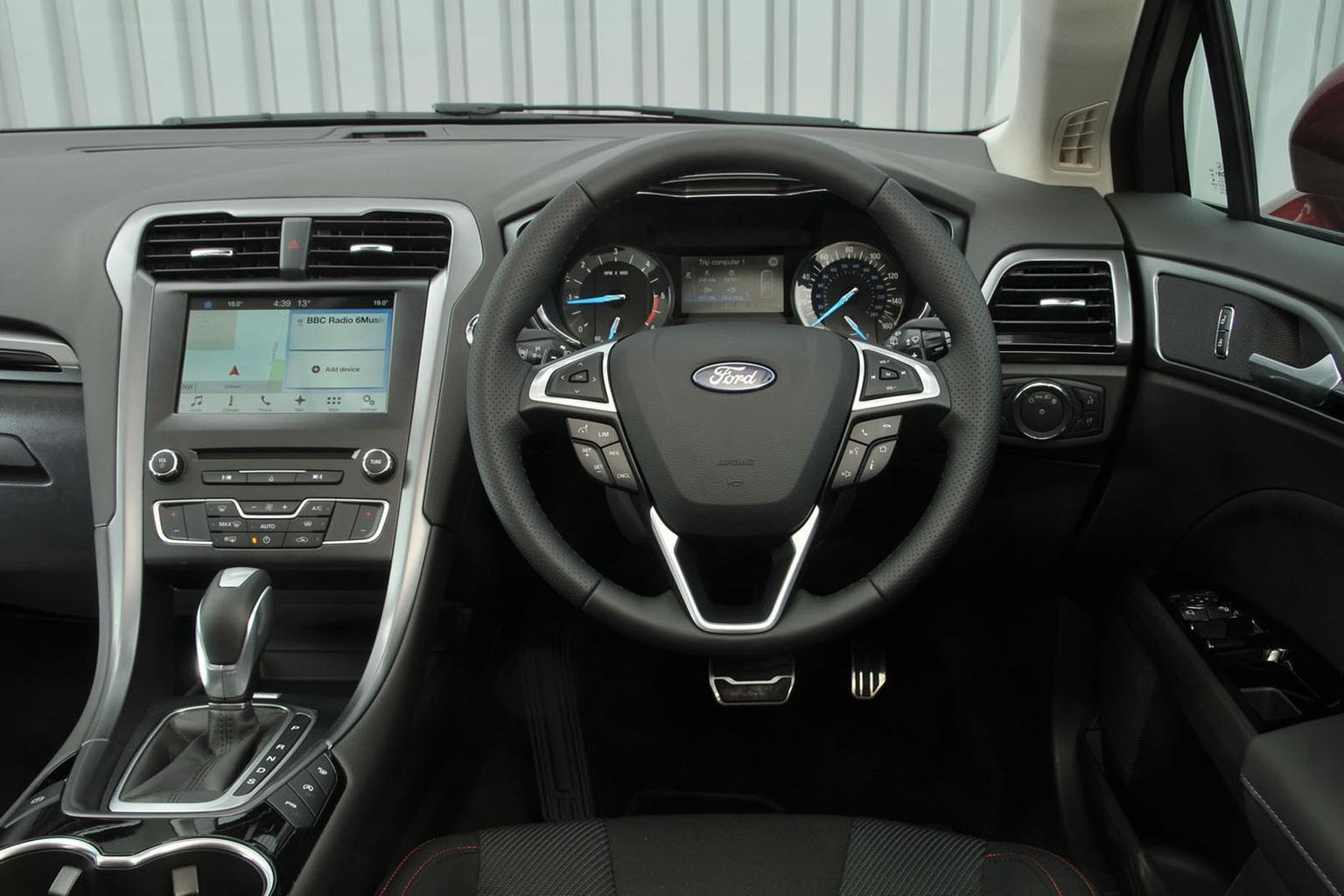 Ford Mondeo Hybrid - interior