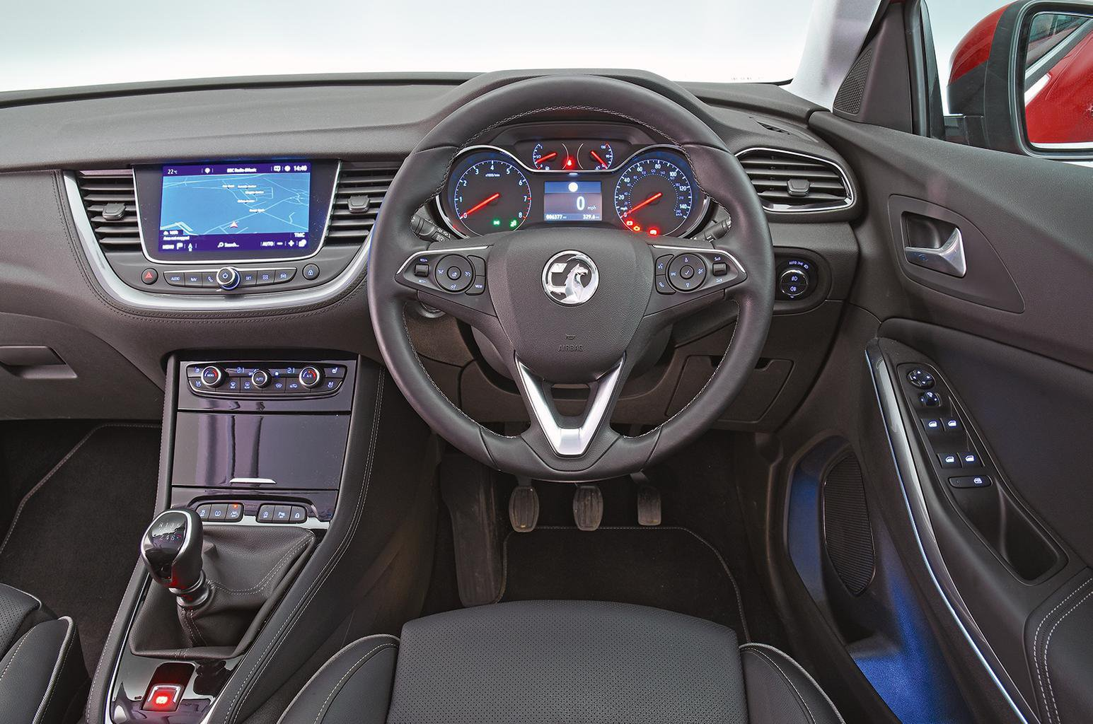 9: Vauxhall Grandland X - interior