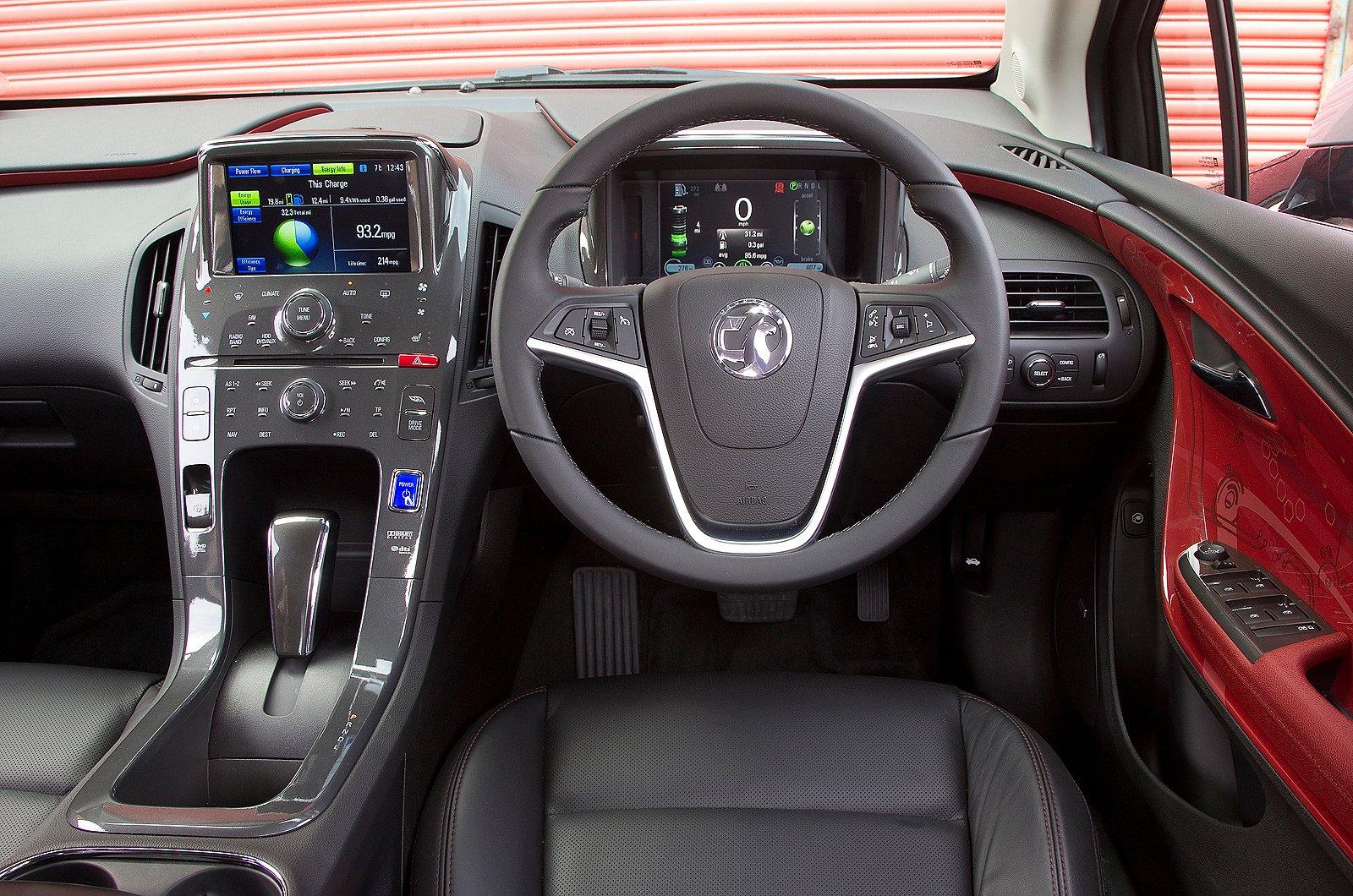 9: Vauxhall Ampera - interior