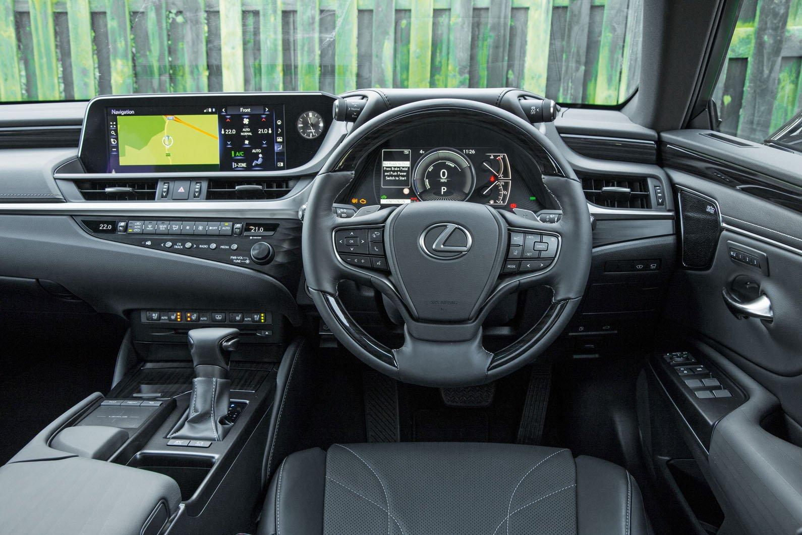 Lexus ES 300h - interior