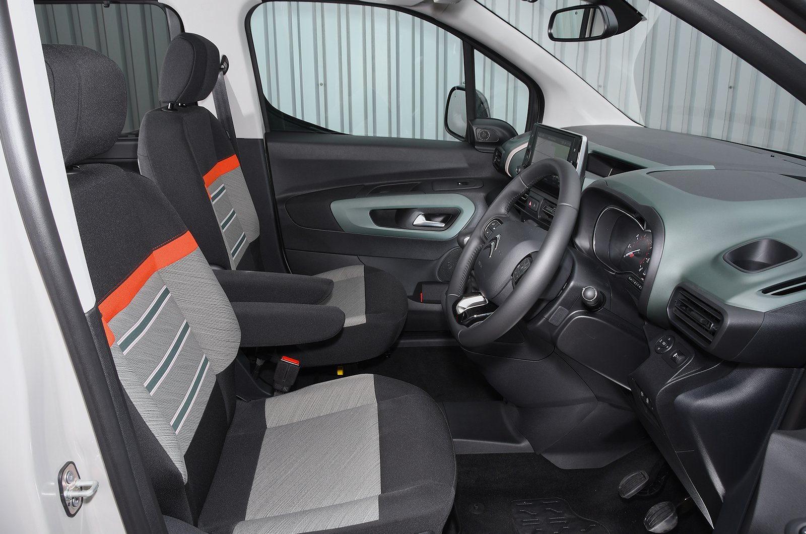 Citroën Berlingo 1.5 BlueHDI 130 Feel M EAT8 - interior
