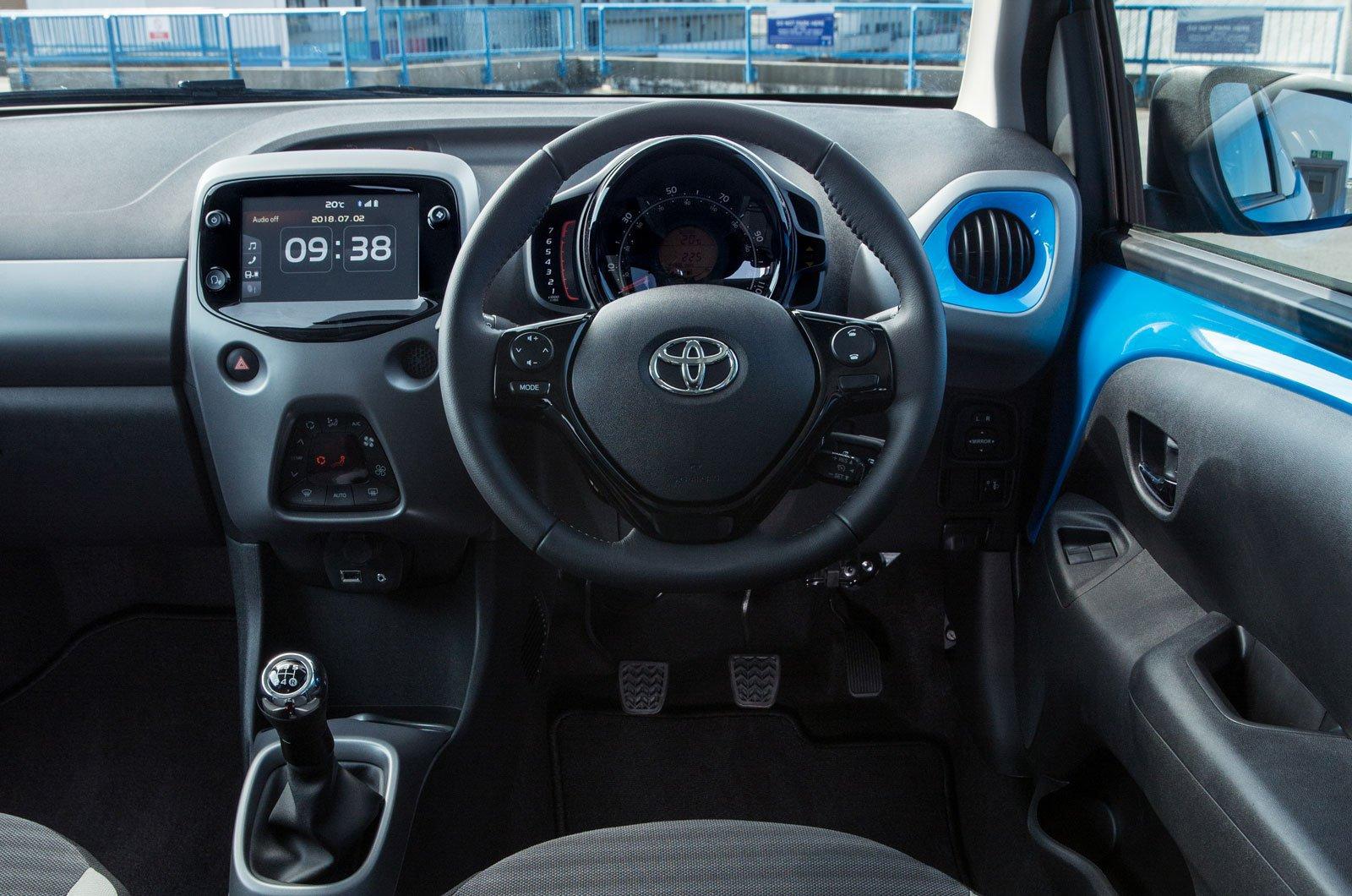 Toyota Aygo 1.0 VVT-i X-Play - interior