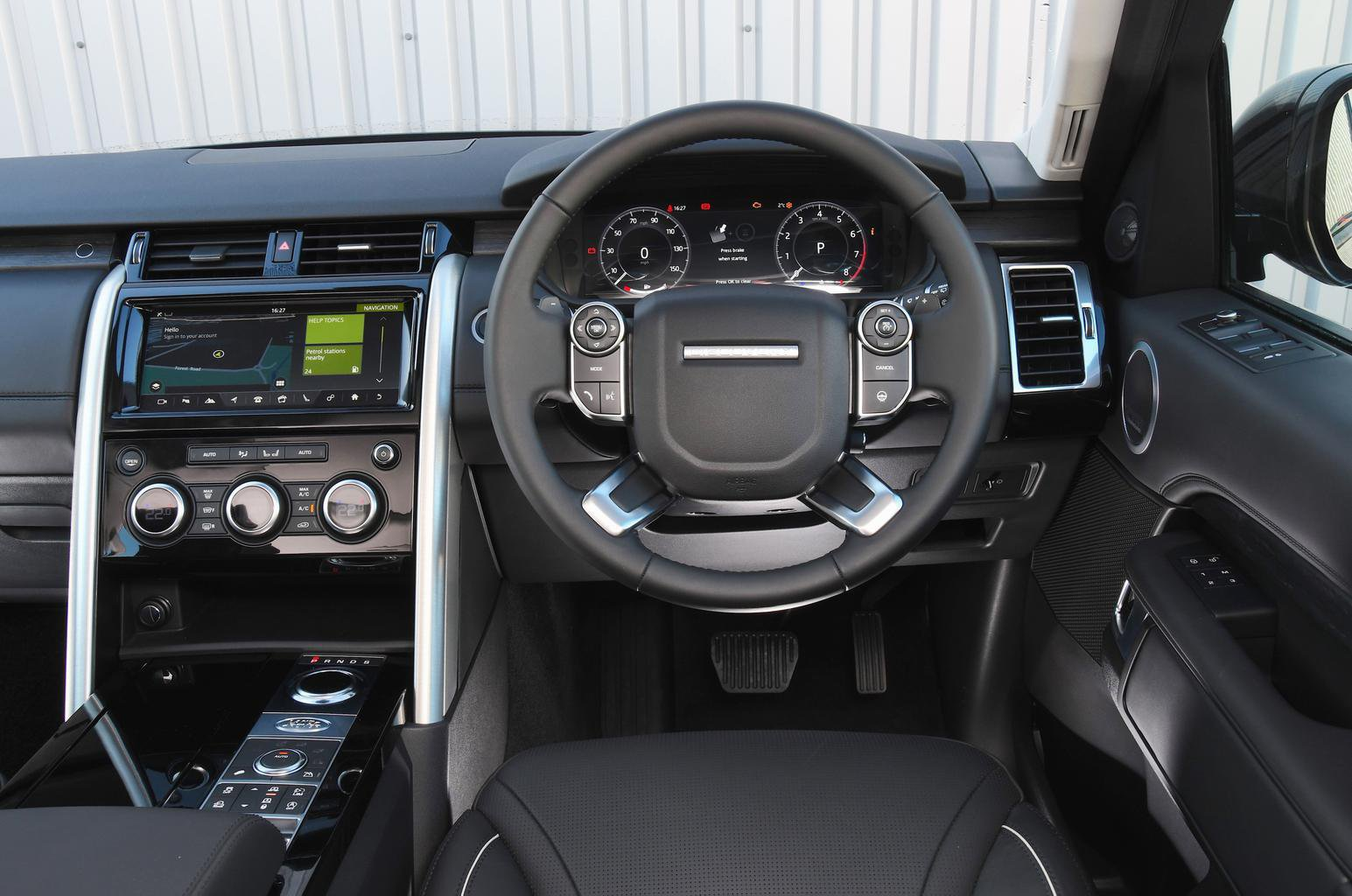 2018 Land Rover Discovery 3.0 TD6 SE - interior
