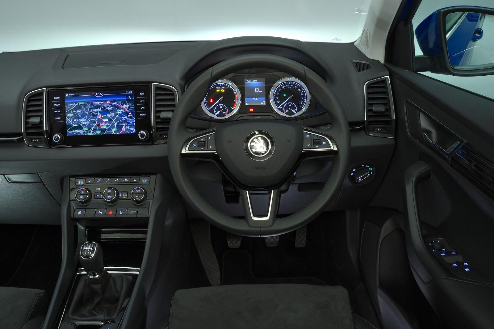 Skoda Karoq 1.0 TSI SE - interior