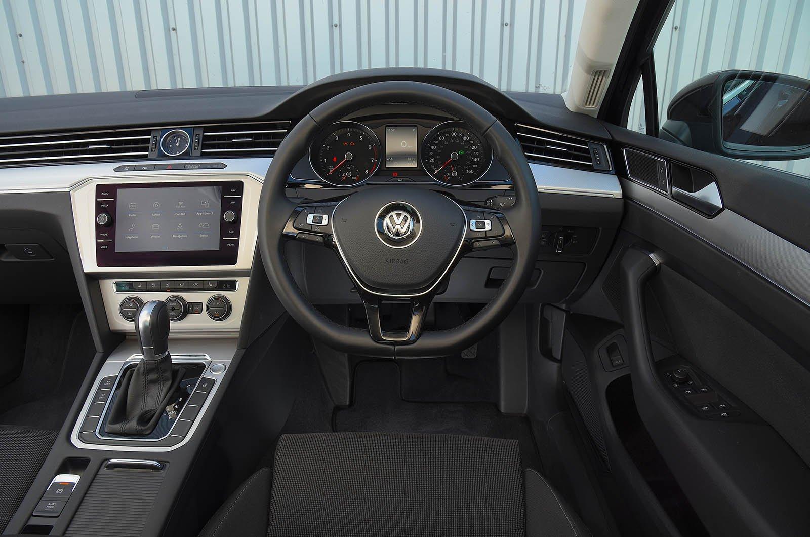 Volkswagen Passat GTE 1.5 TSI Evo 150 - interior