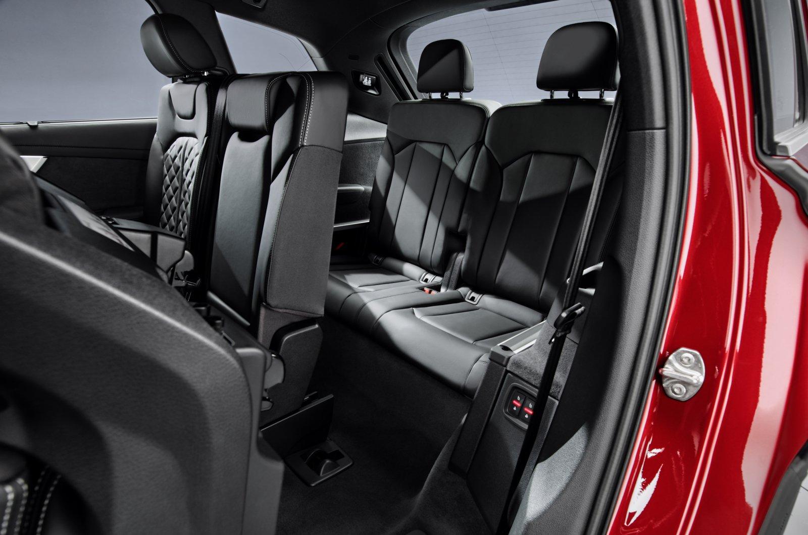 2020 Audi Q7 rear seats