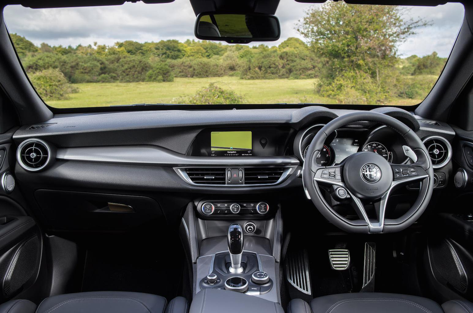 Alfa Romeo Stelvio 2.0 Turbo 200 Super Auto - interior