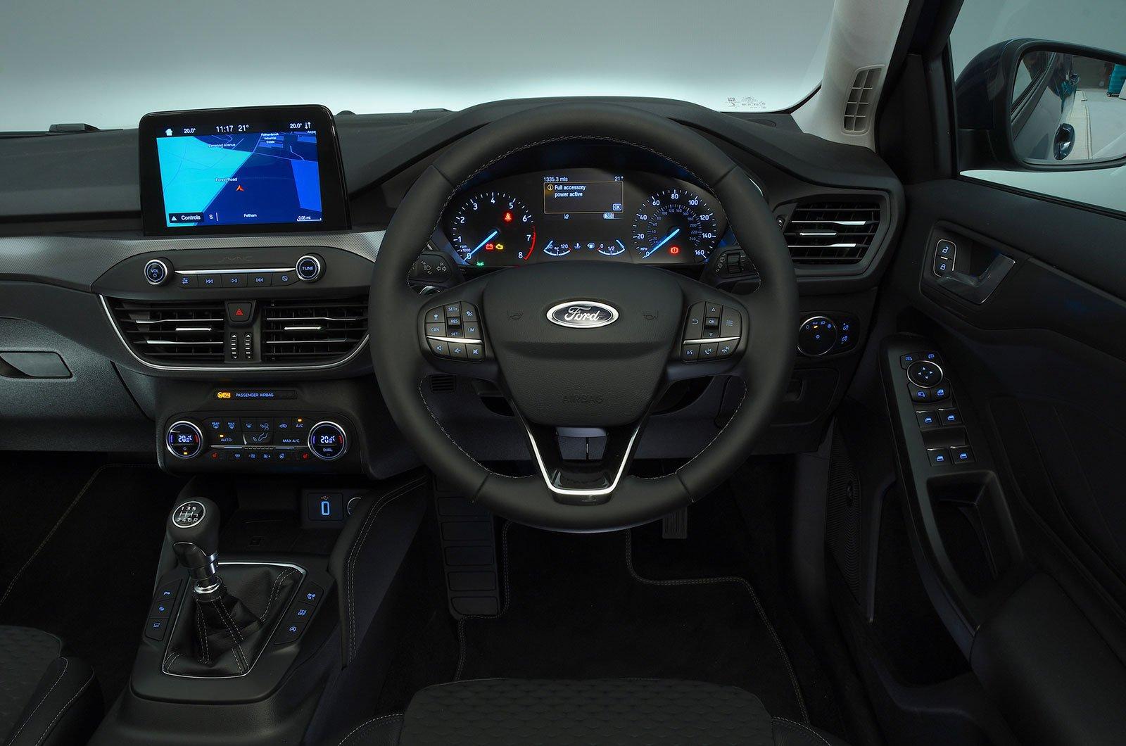 Ford Focus 1.0 Ecoboost 125 Zetec Nav - interior