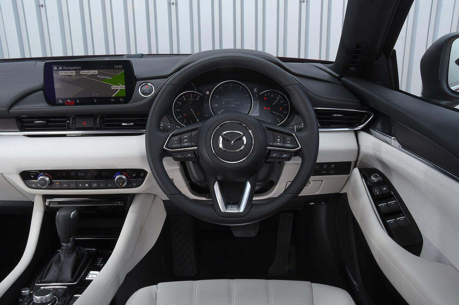 Mazda 6 Tourer 2.0 SE-L Lux Nav+ - interior