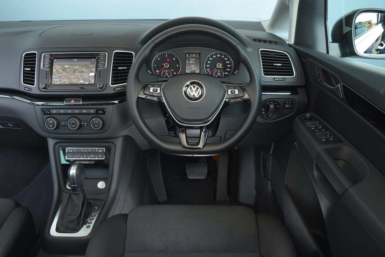 Volkswagen Sharan 2.0 TDI SCR 150 SE Nav - interior
