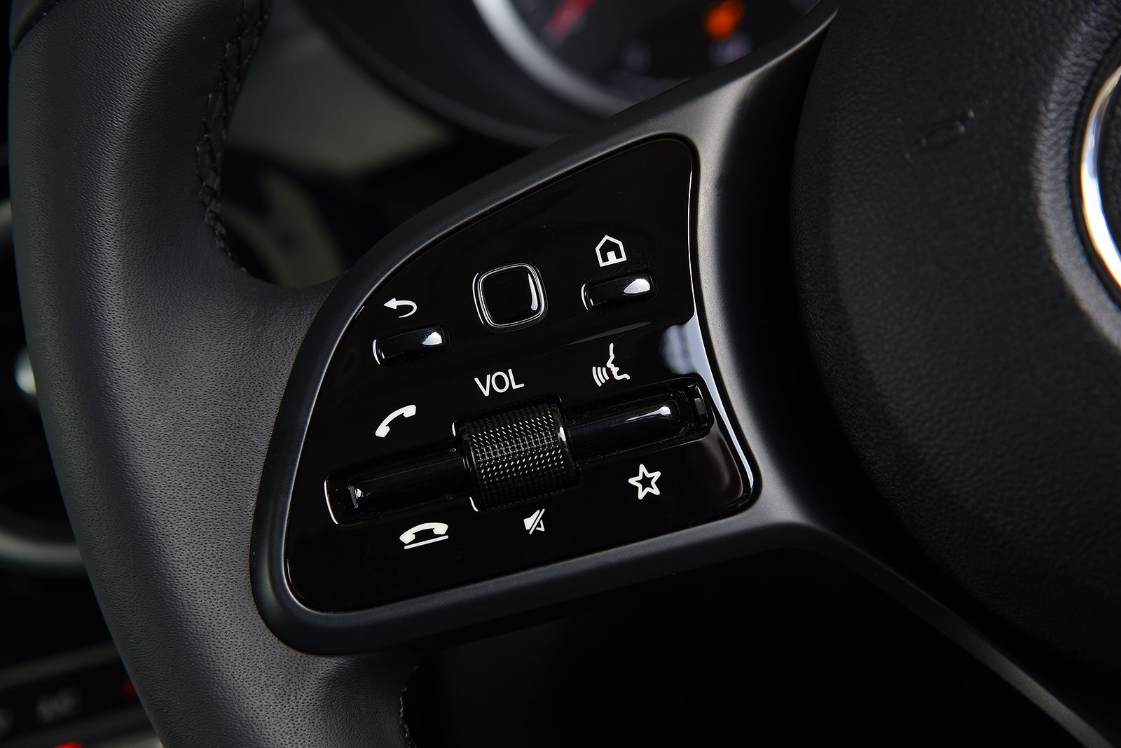 Not using the steering-wheel mounted shortcut buttons