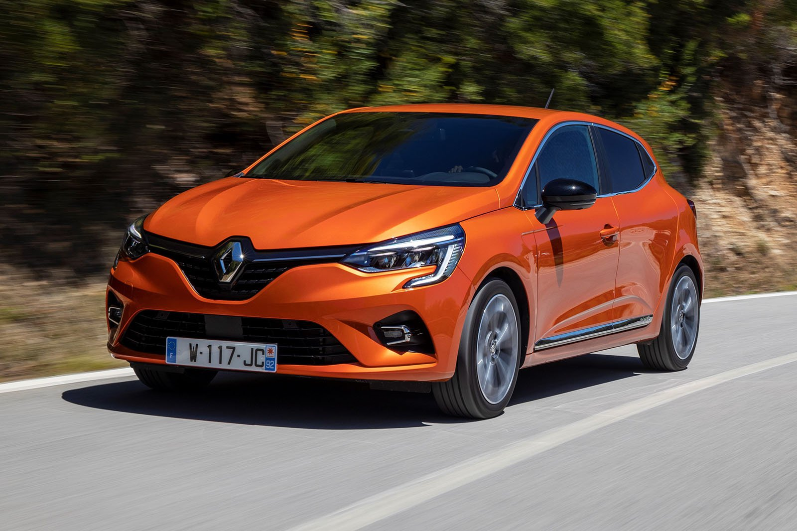 2019 Renault Clio TCe 100 front three quarter