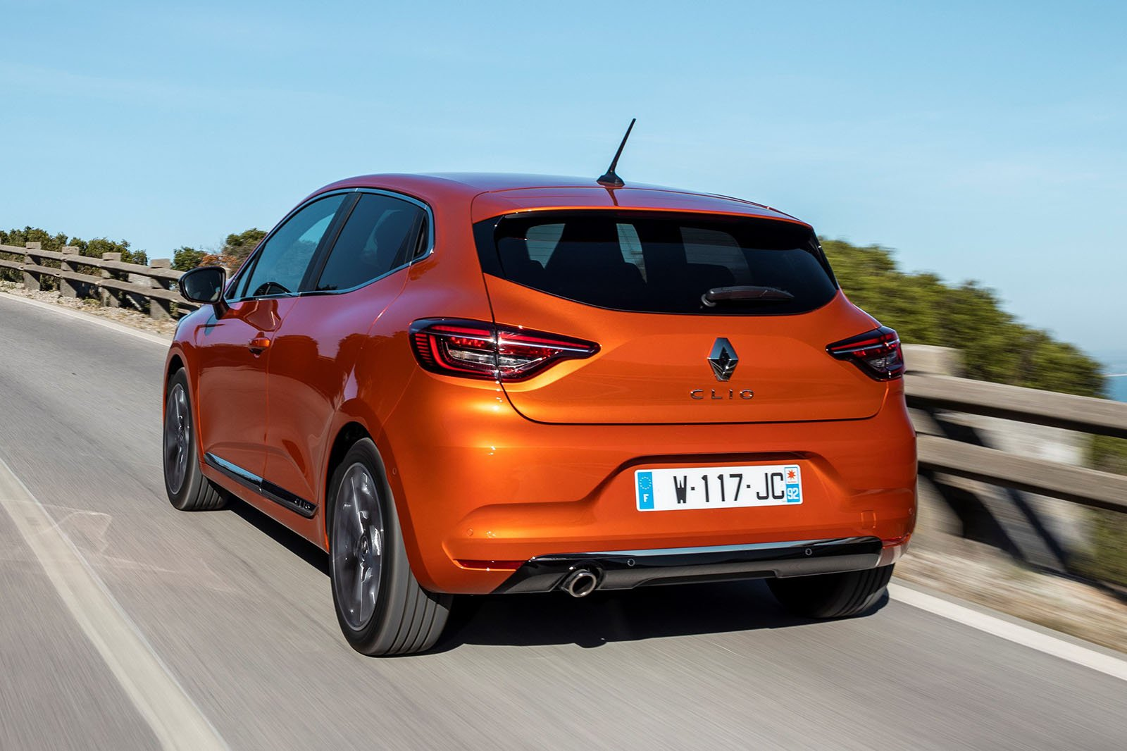 2019 Renault Clio TCe 100 rear three quarter