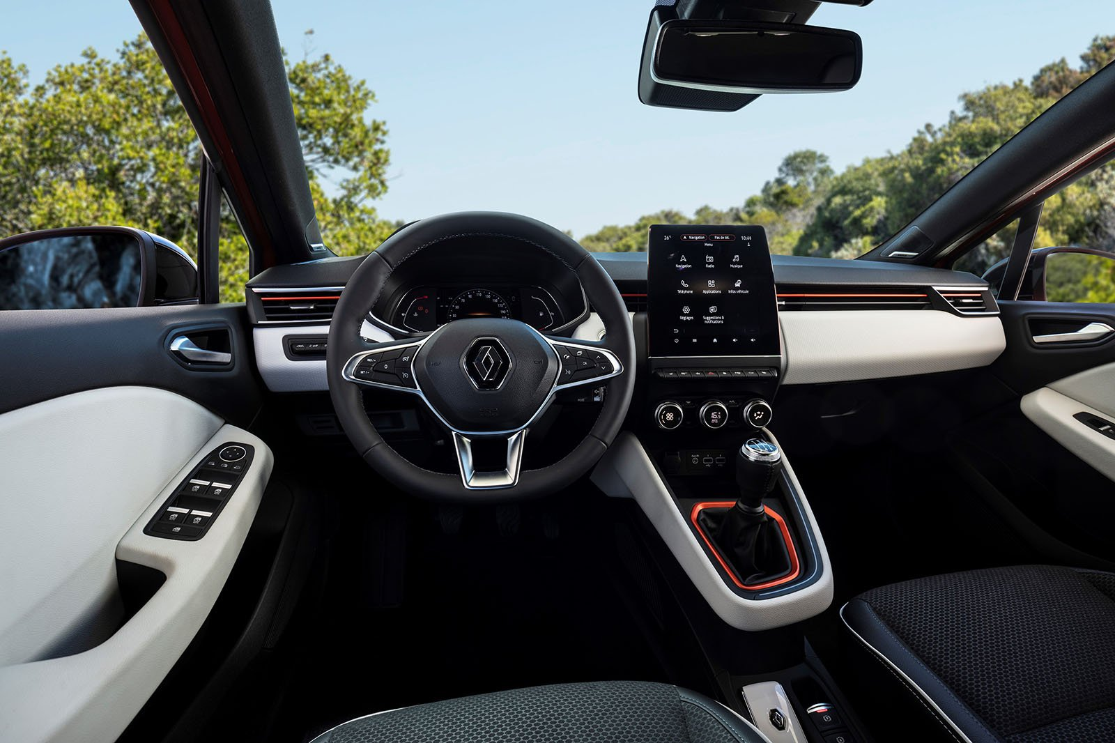 2019 Renault Clio TCe 100 rear dash
