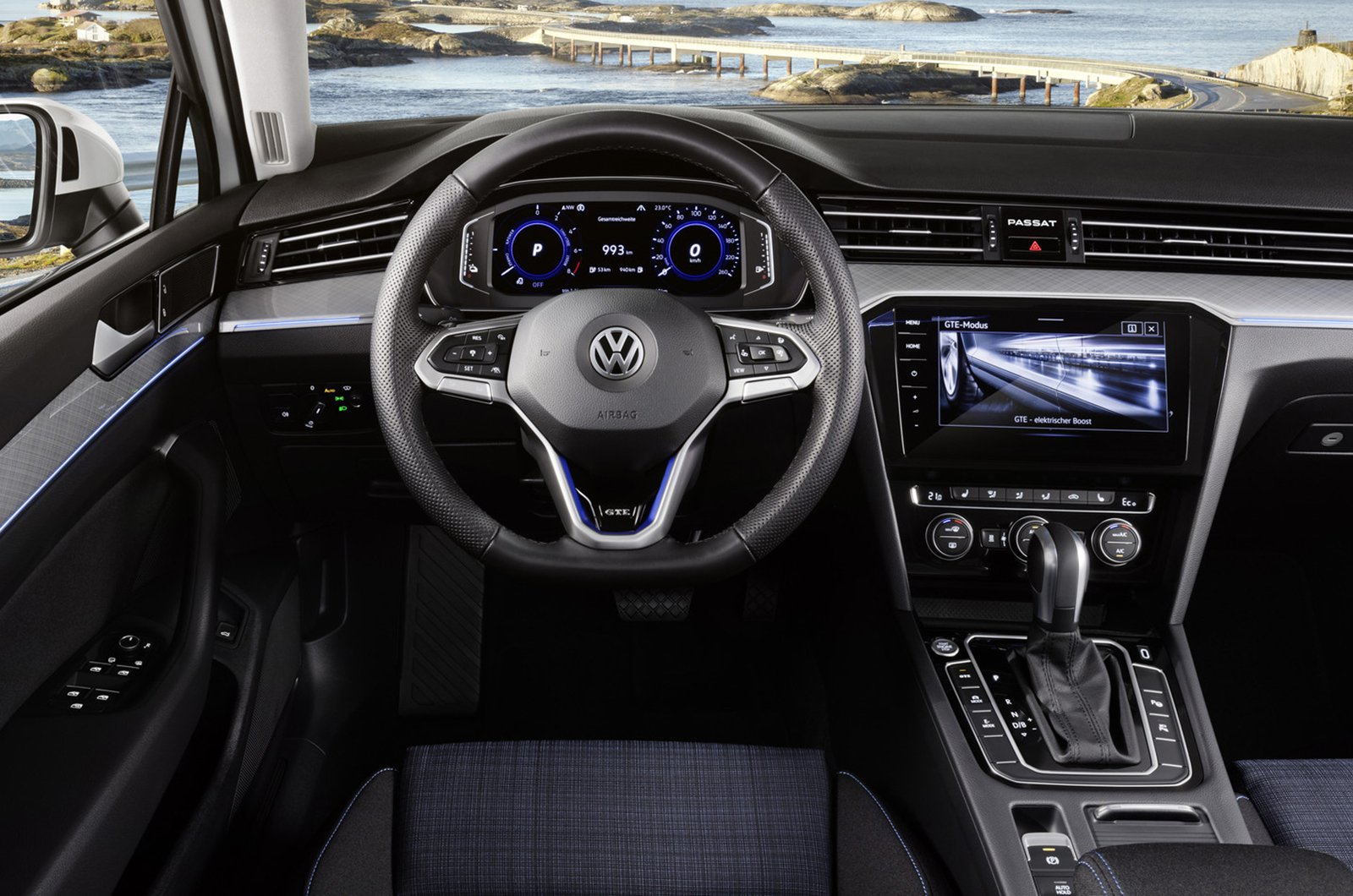 Volkswagen Passat Estate GTE interior