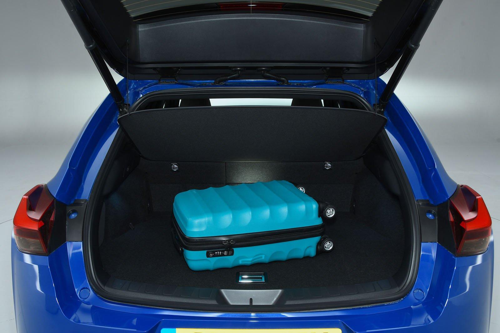 Lexus UX boot