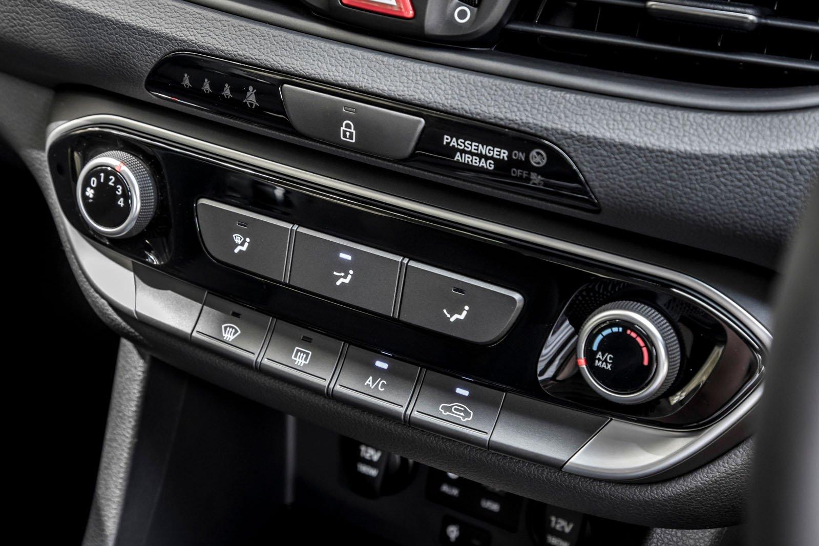 Hyundai i30 2019 RHD centre console detail