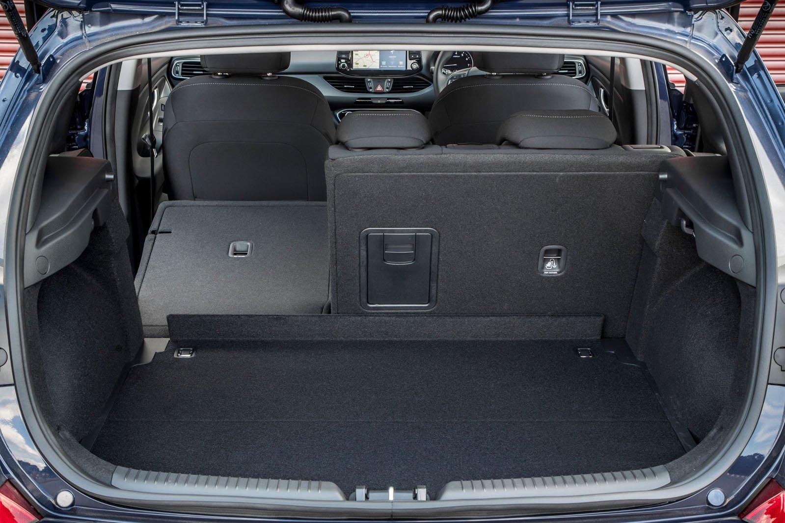 Hyundai i30 2019 RHD boot open