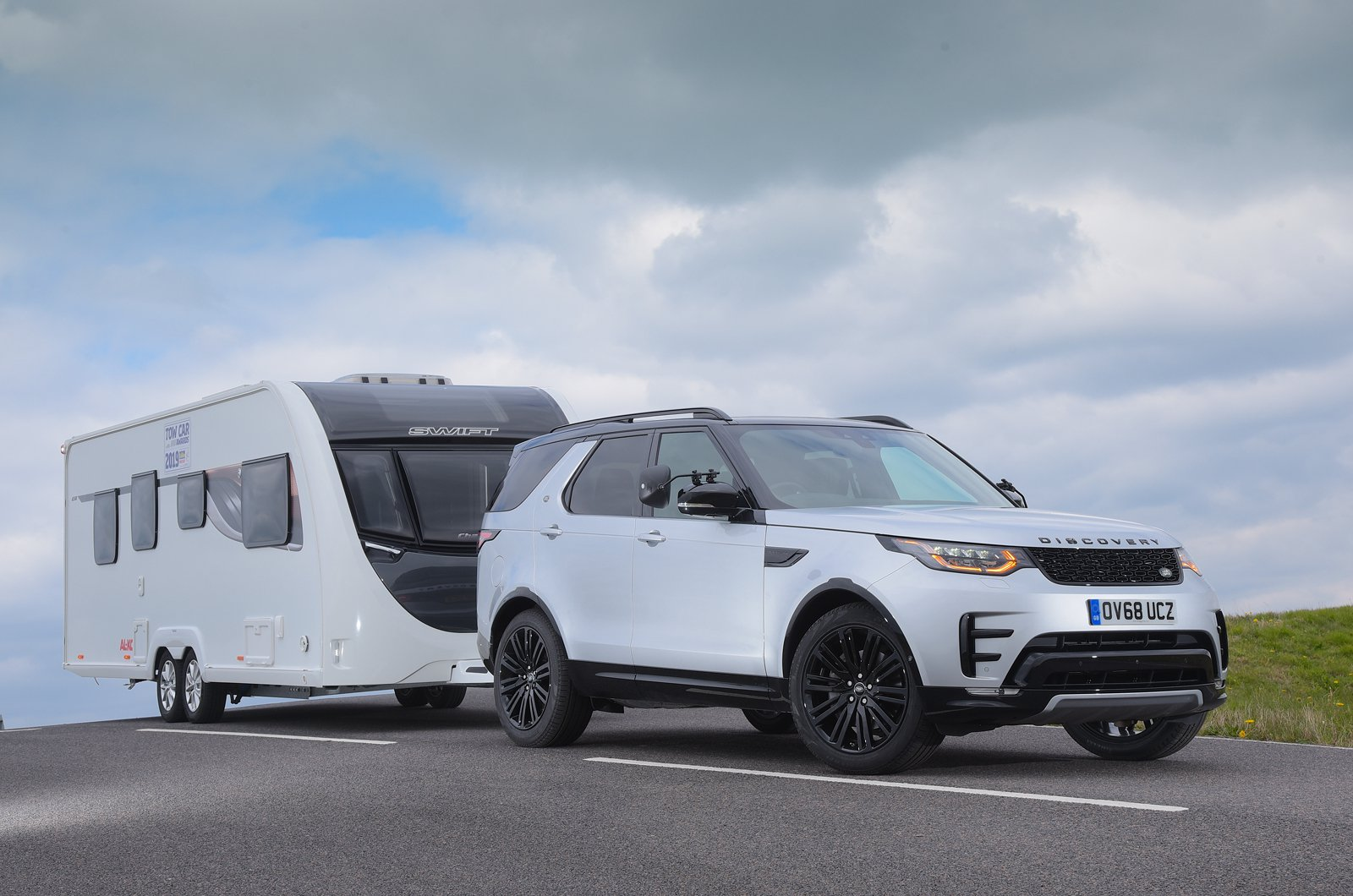 Land Rover Discovery with caravan