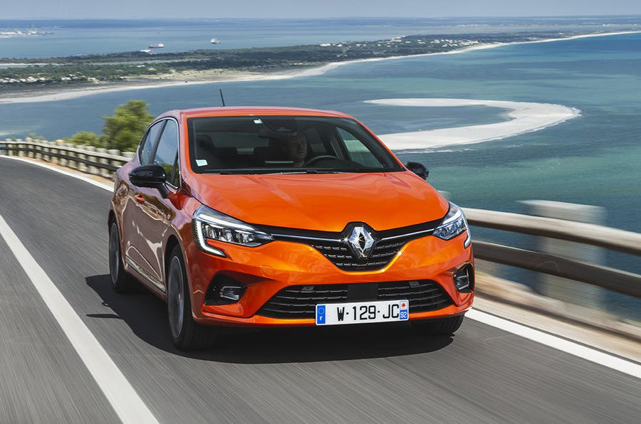 2019 Renault Clio driving