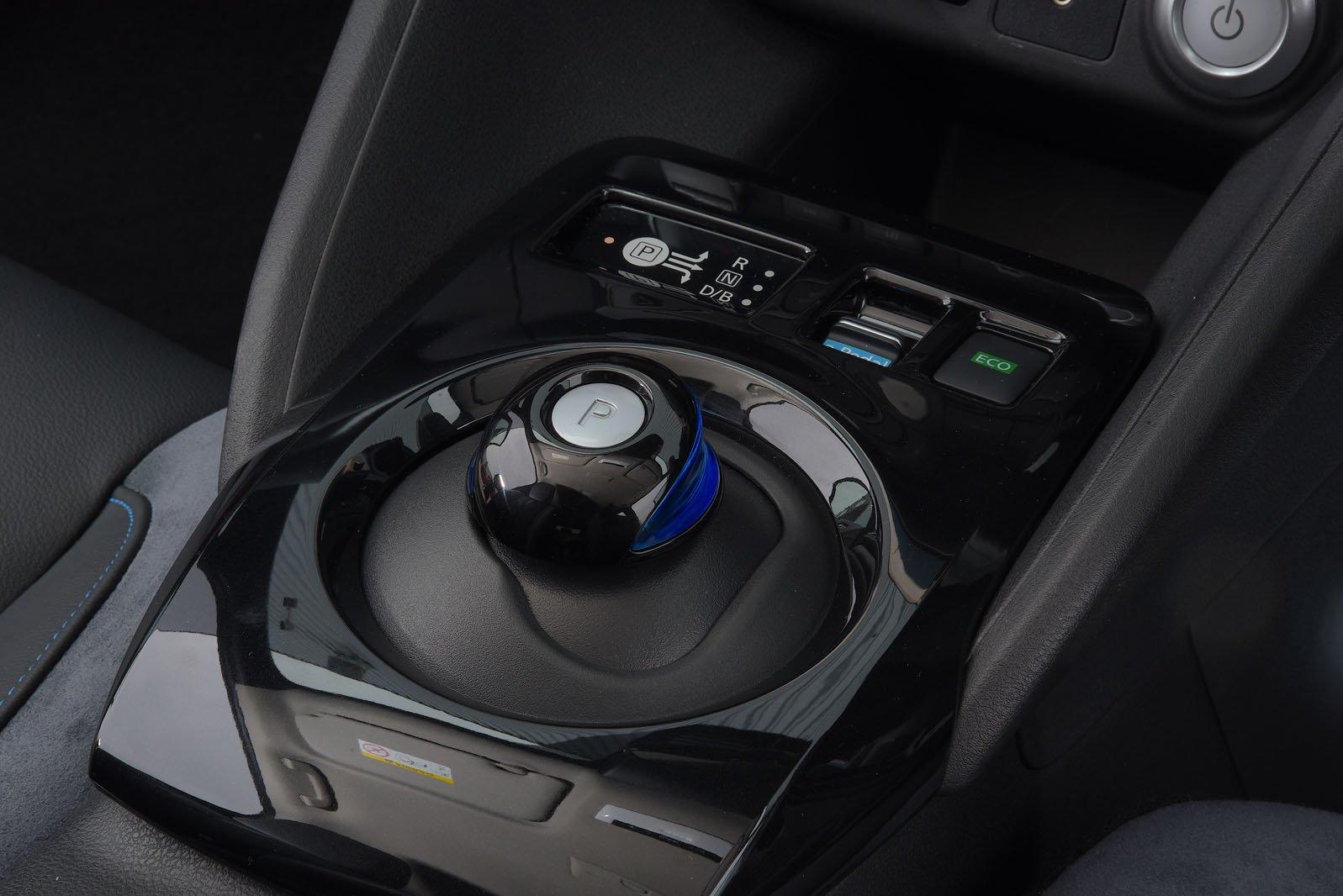 2019 Nissan Leaf 62kWh gear selector
