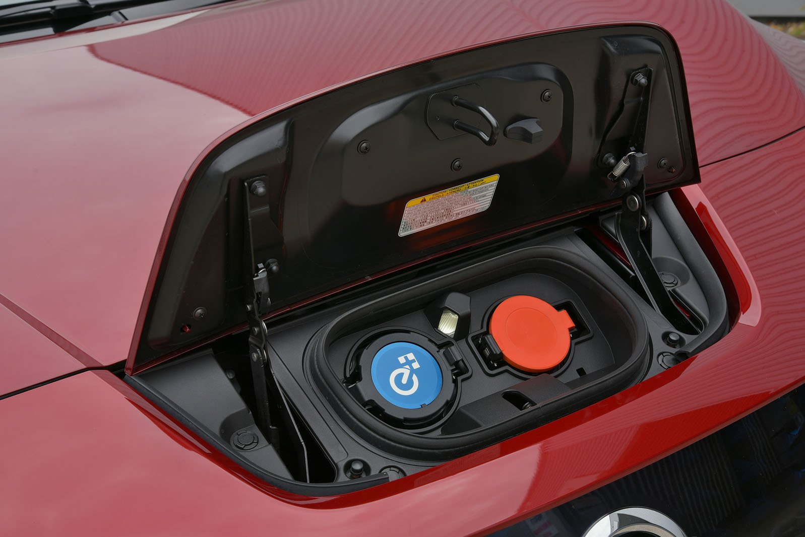 2019 Nissan Leaf 62kWh charging ports