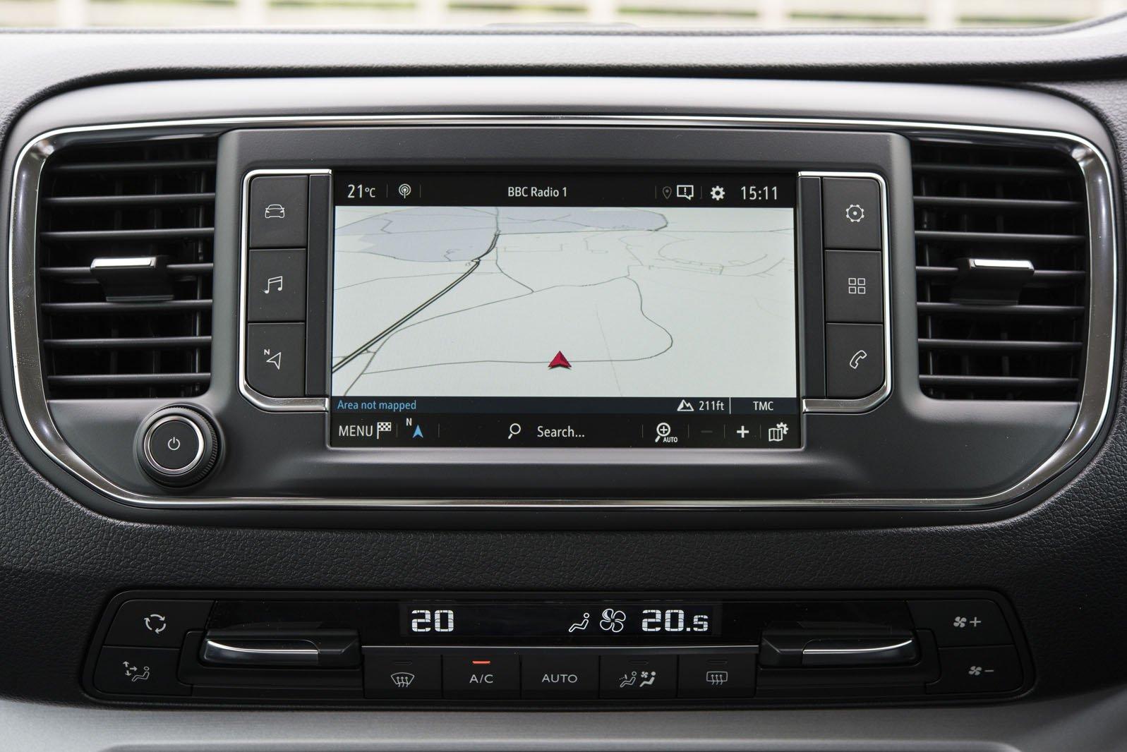 Vauxhall Vivaro Life 2019 RHD infotainment