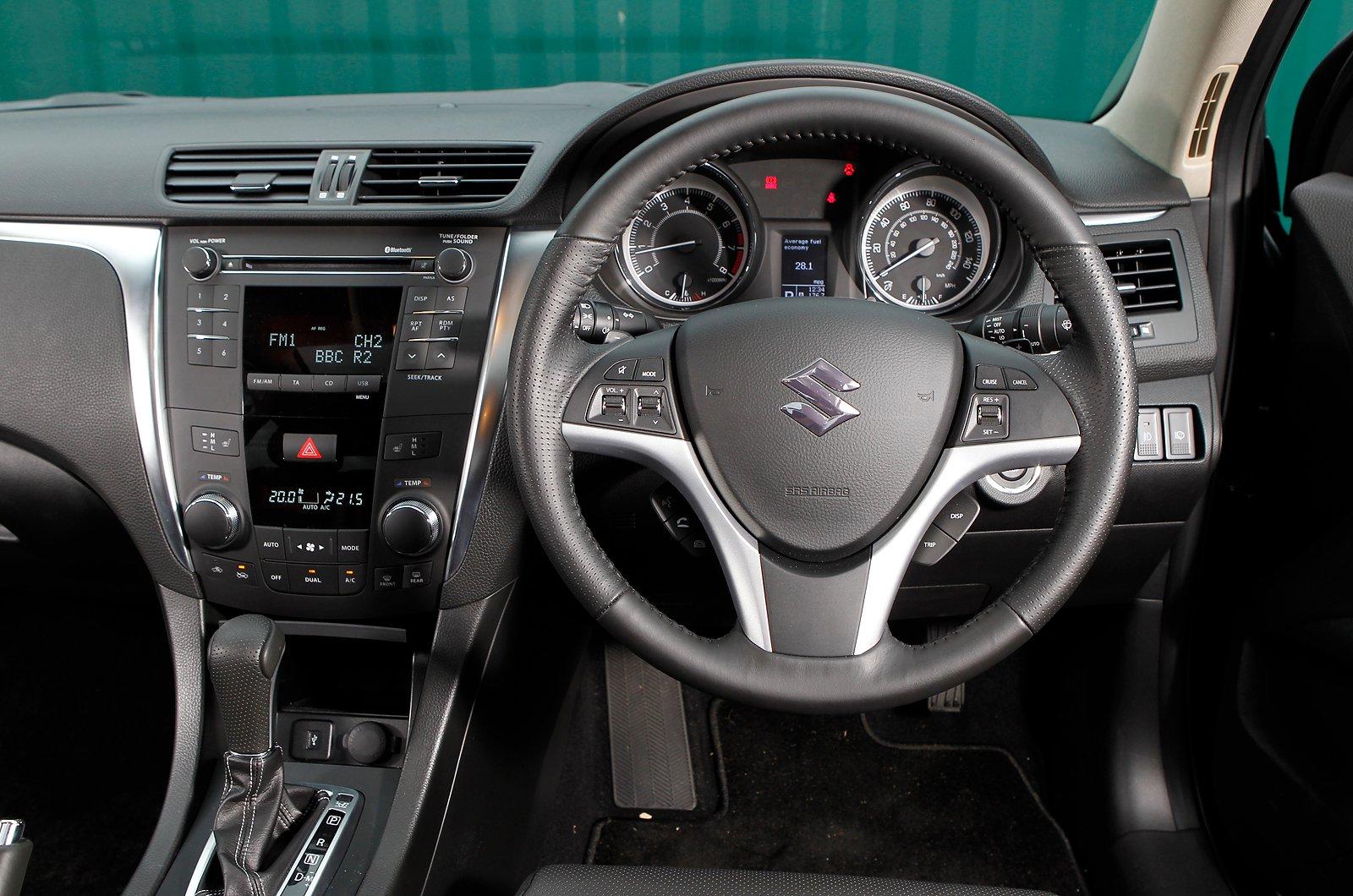 Suzuki Kizashi - interior