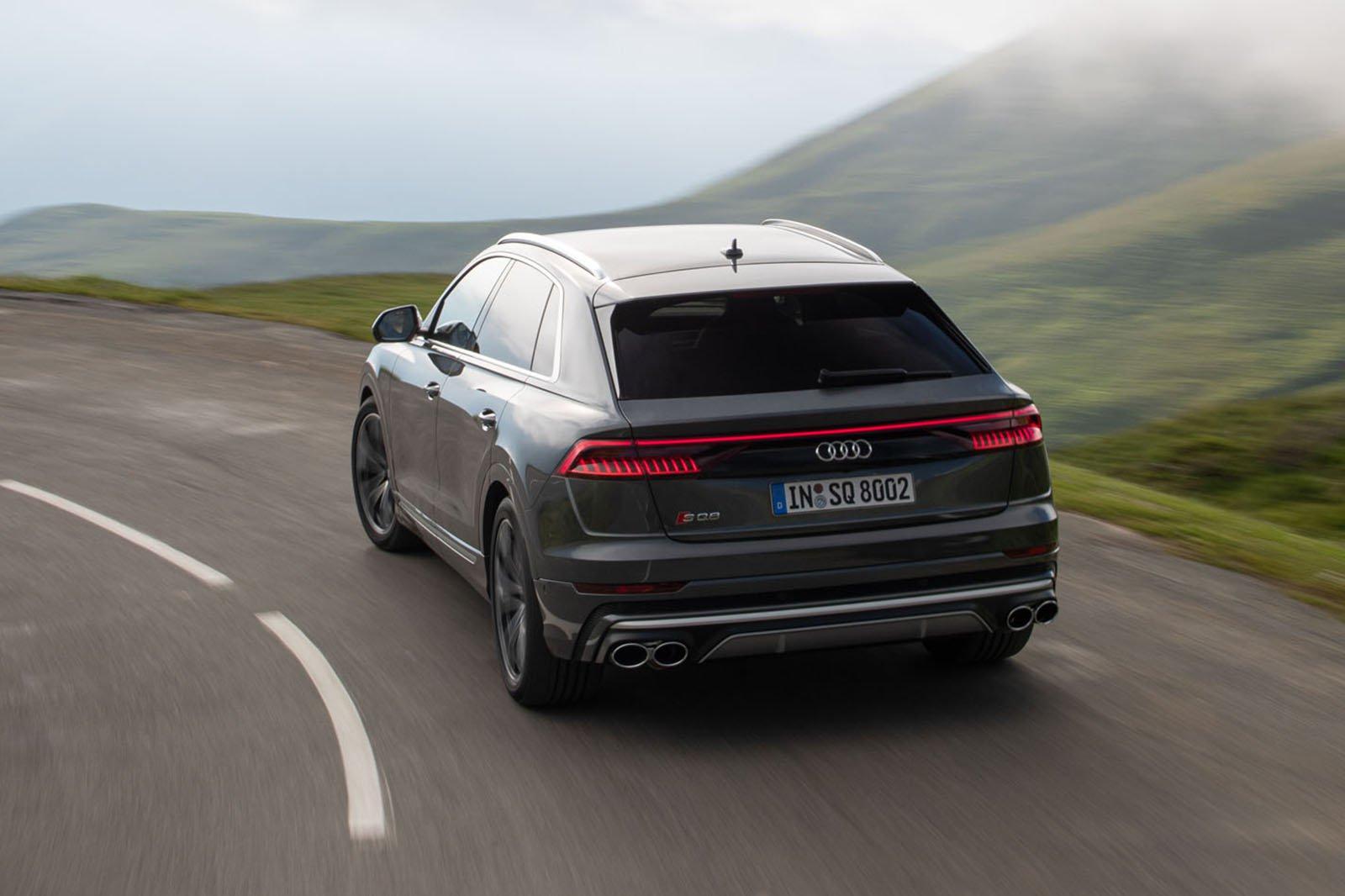 Audi SQ8 2019 rear tracking shot