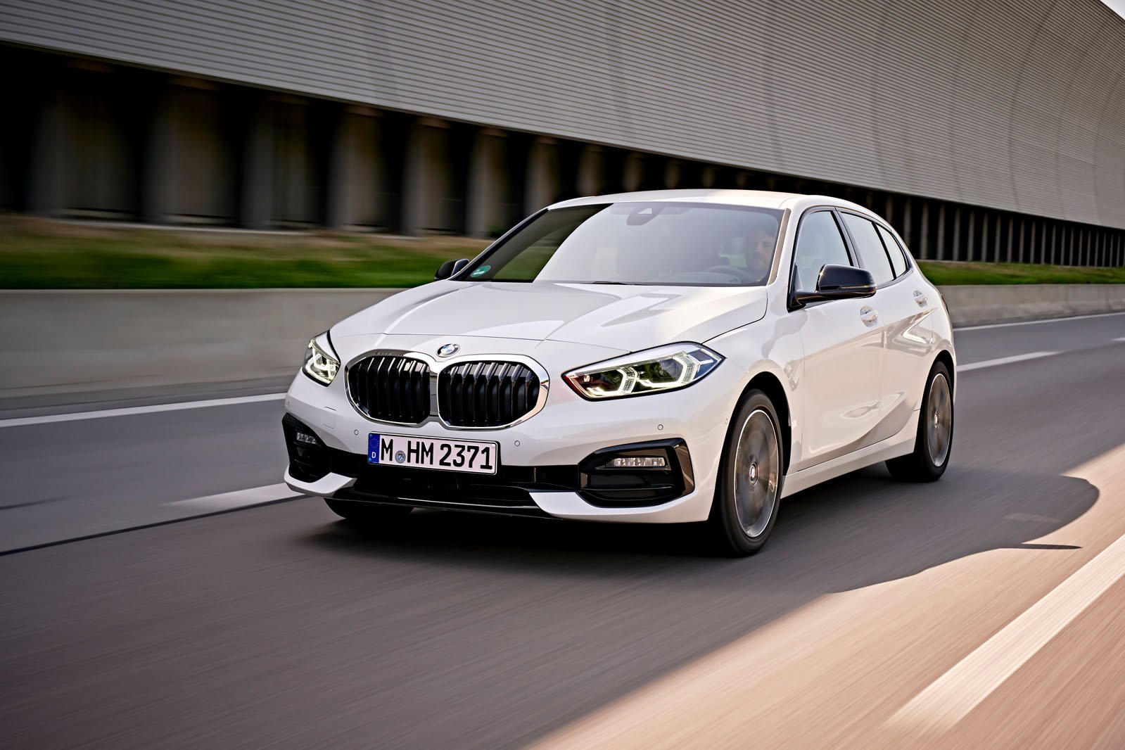 BMW 1 Series 2019 LHD front left tracking
