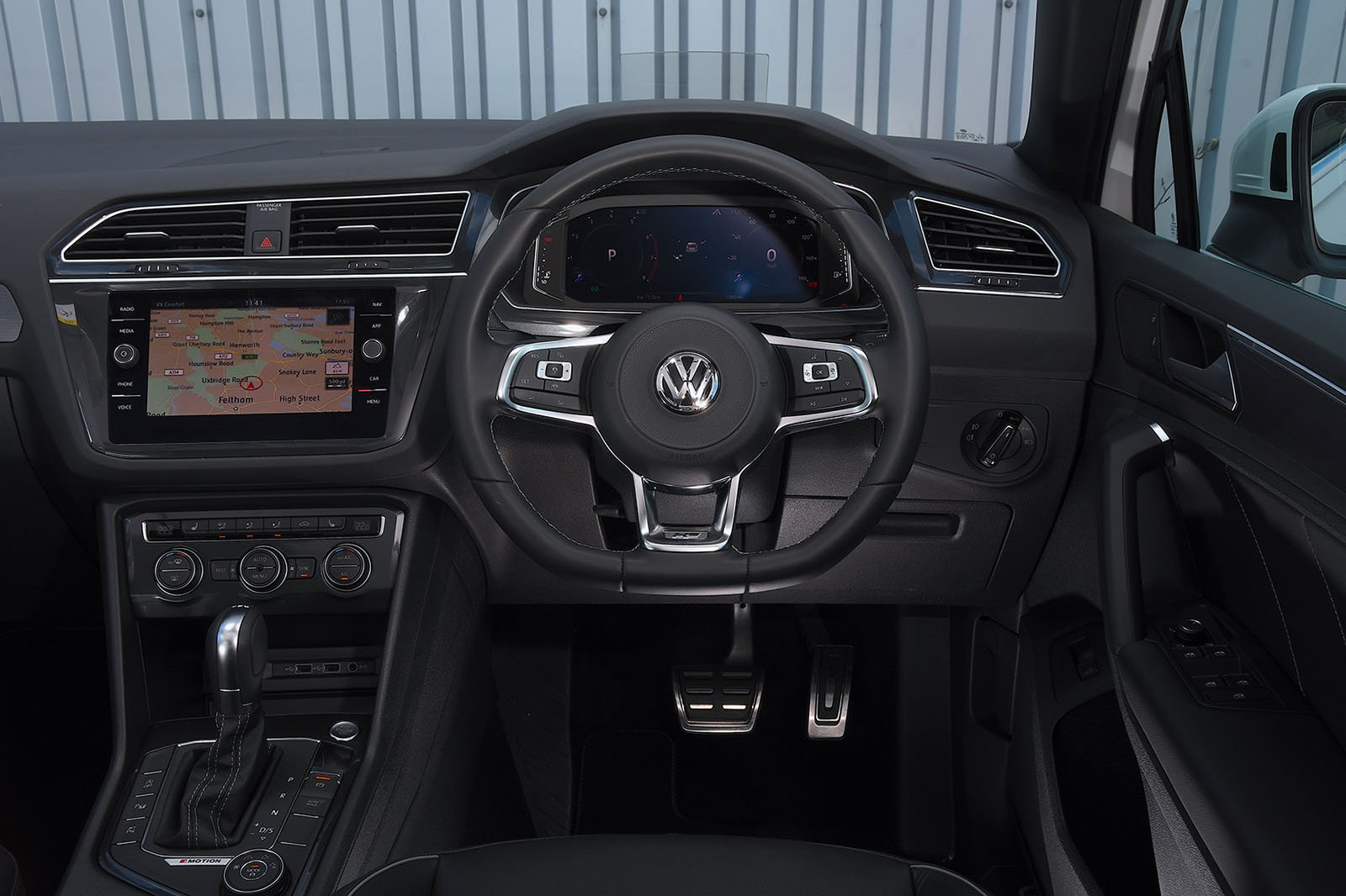 2019 Volkswagen Tiguan 2.0 TSI 230 interior