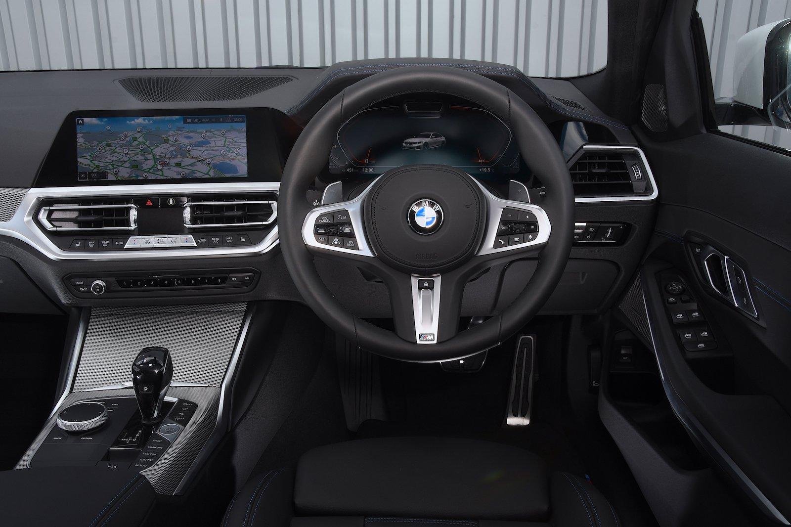 2019 BMW 330d dash