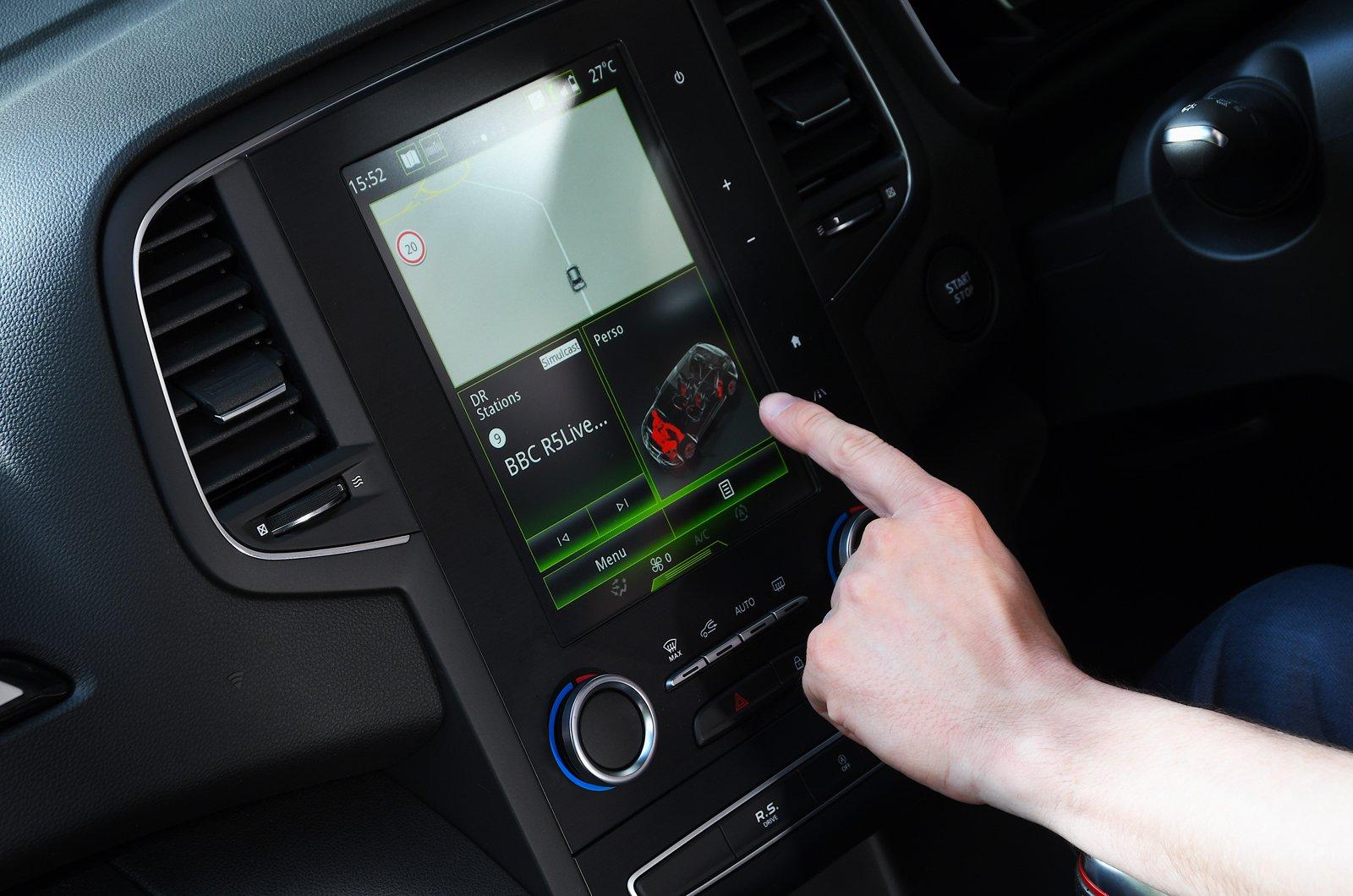 LT Renault Megane RS Trophy touchscreen