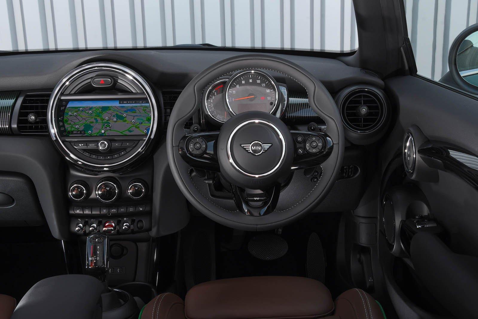 Mini Cooper S 60 Year Edition interior