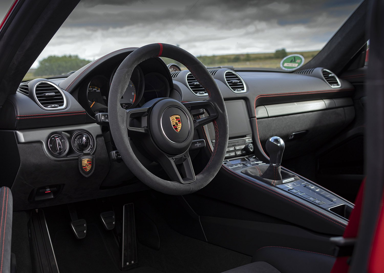 2019 Porsche 718 Cayman GT4 dash