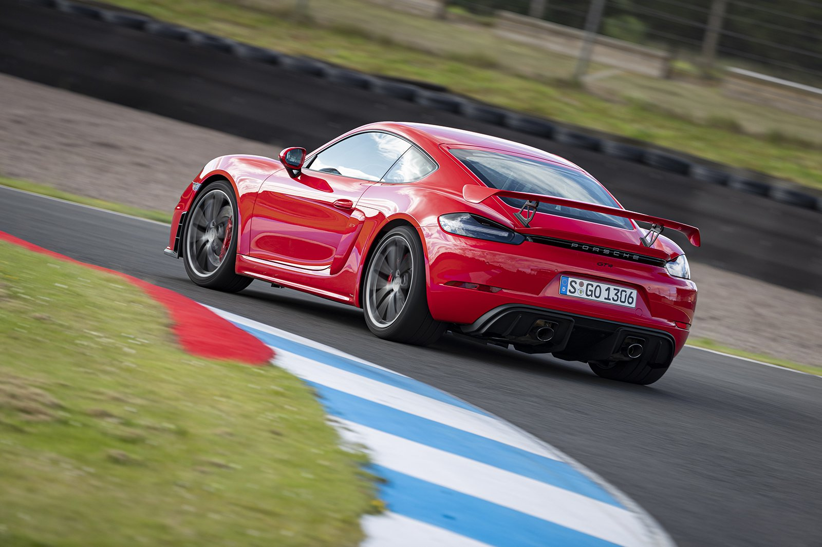 2019 Porsche 718 Cayman GT4 rear cornering