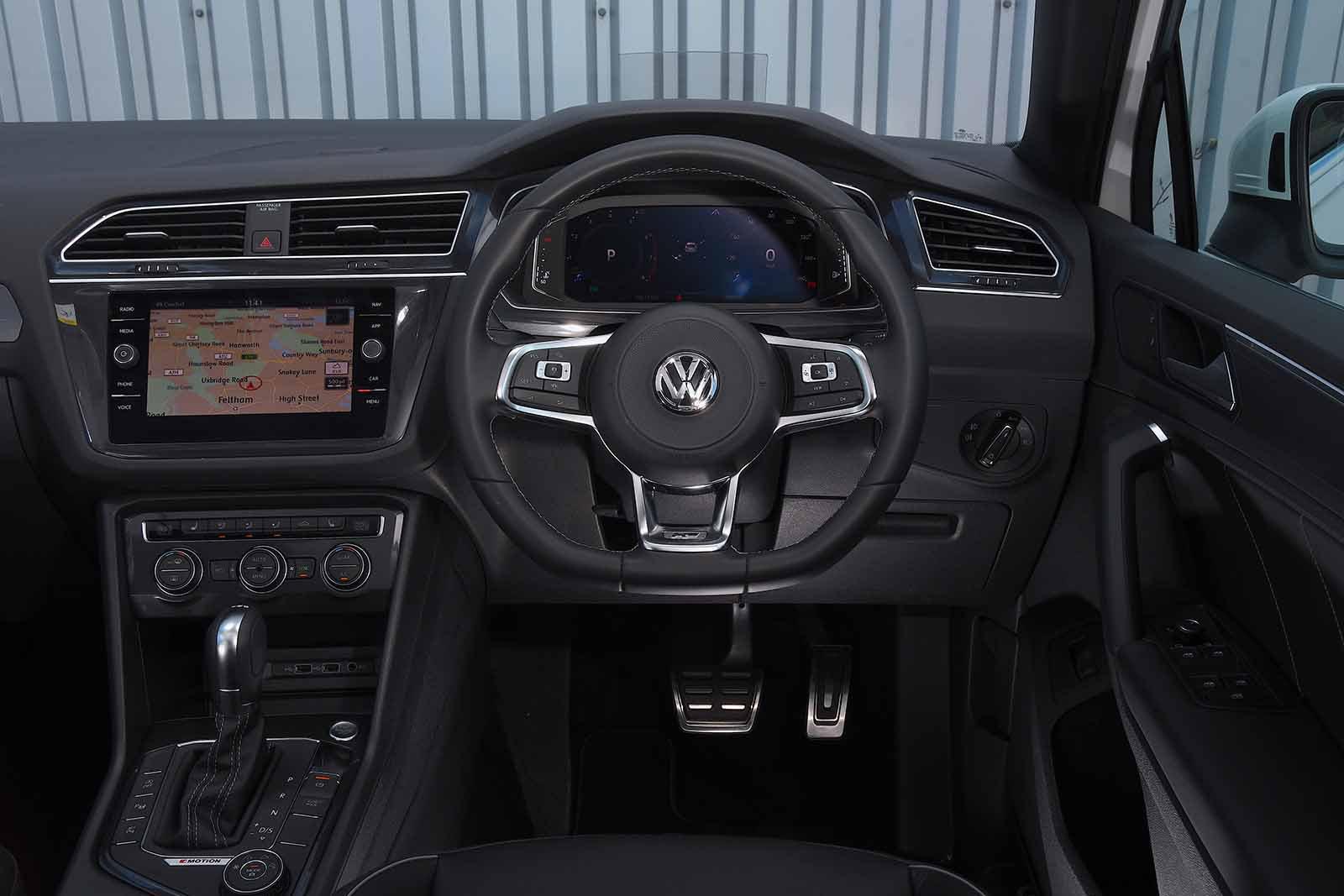 6: Volkswagen Tiguan - interior