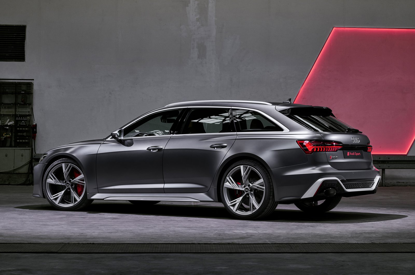 Audi RS6 Avant rear static