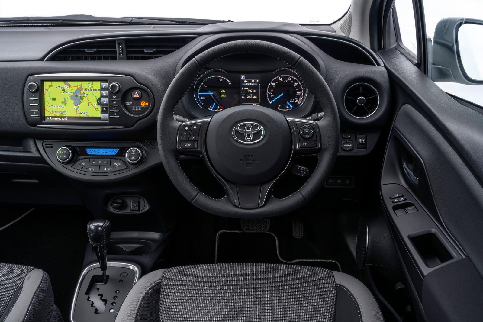 Toyota Yaris 1.5 Hybrid Icon CVT auto - interior