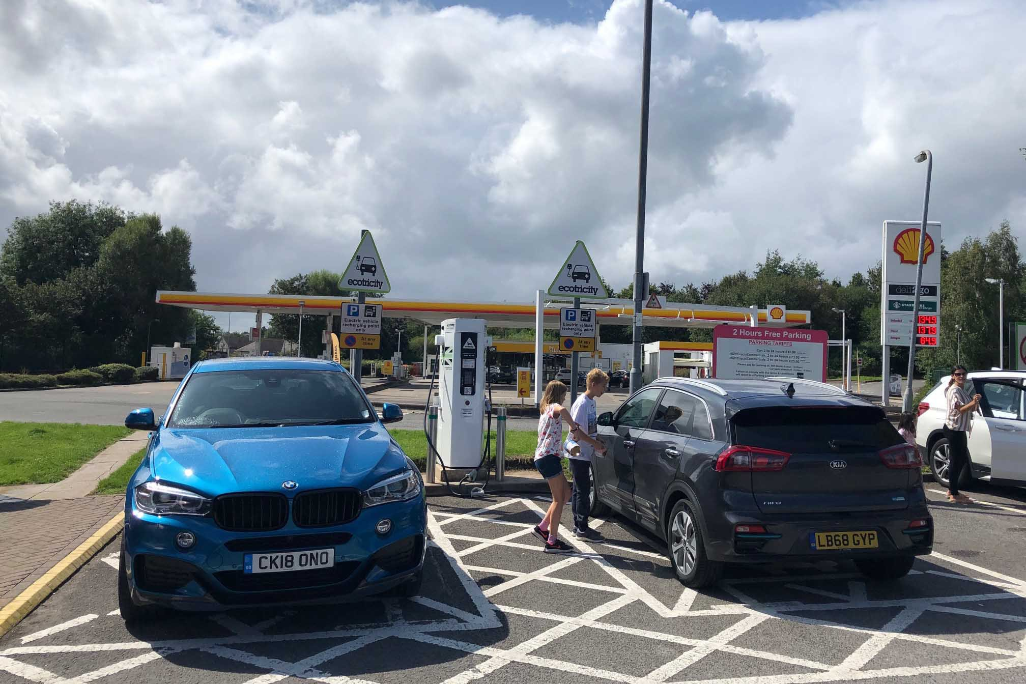 Kia e-Niro at an Ecotricity charger