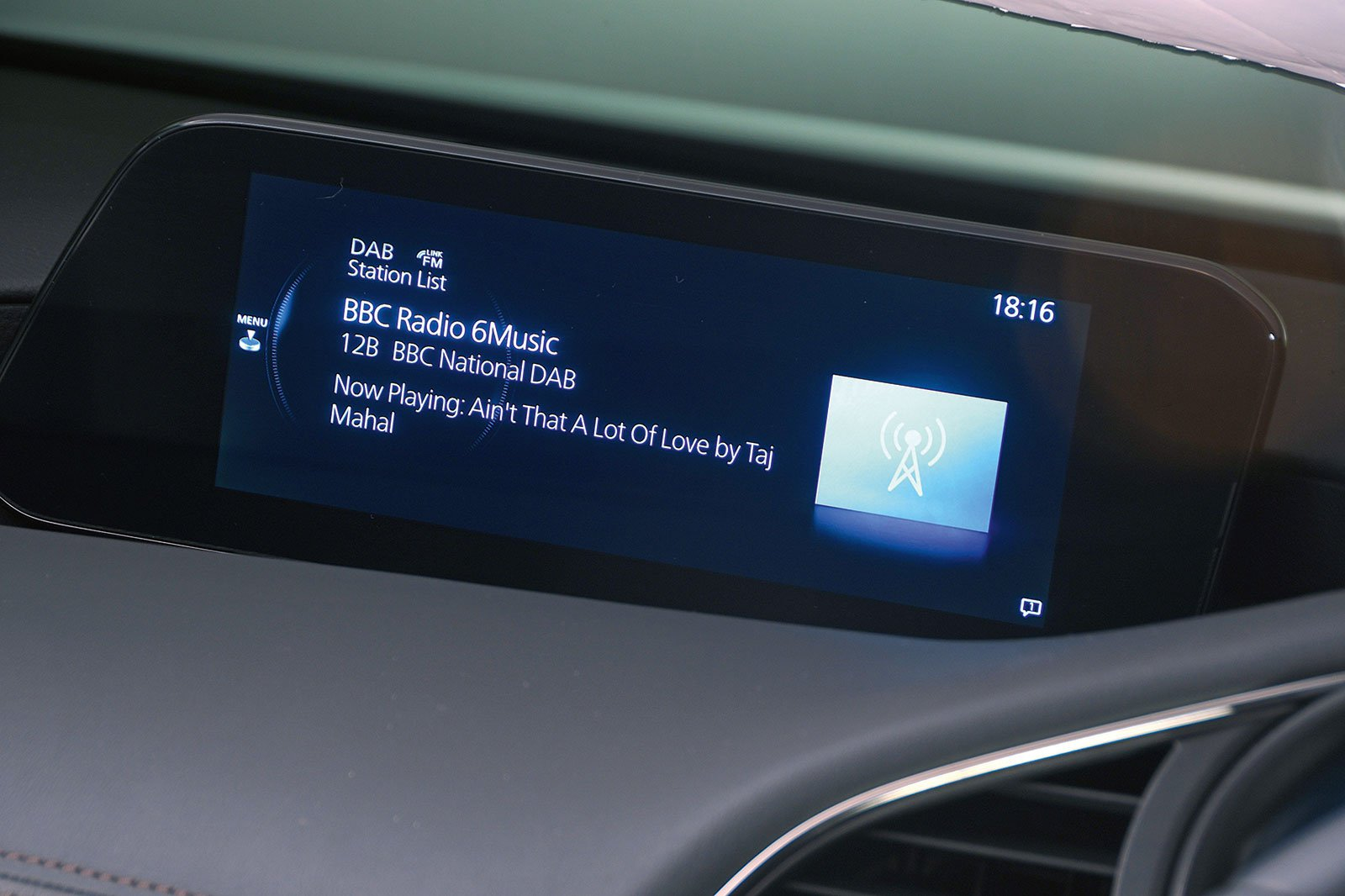 Mazda 3 infotainment