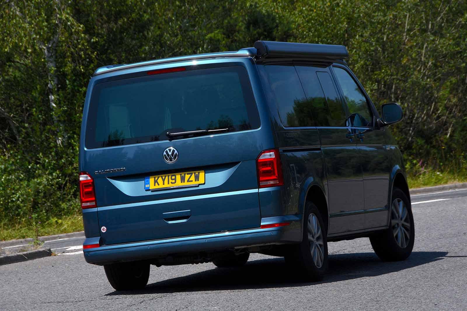 Volkswagen California 2019 rear right tracking shot