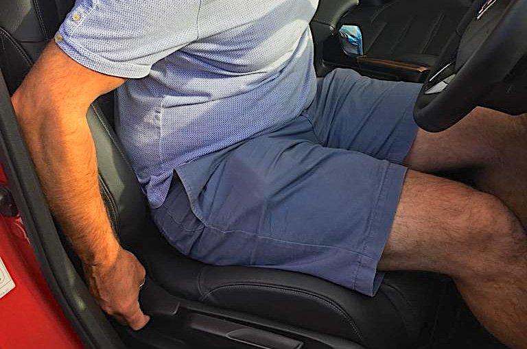 LT Honda CR-V Hybrid seat adjustment