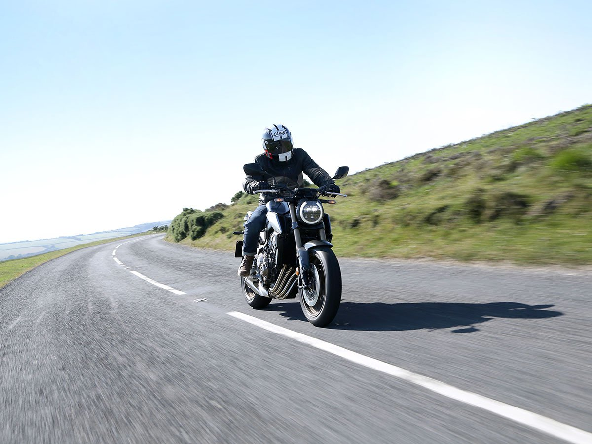 With a head-turning look that offers a modern take on the classically stripped-back retro café racer, the Honda CB650R is the latest star of Honda's Neo Sports line-up