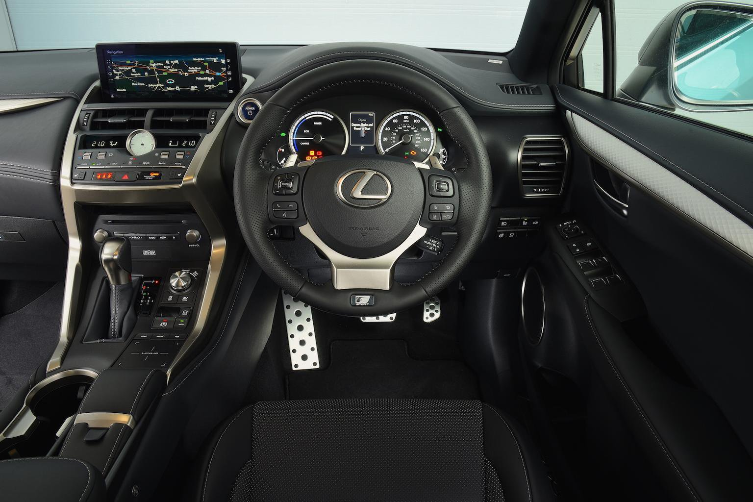 2017 Lexus NX 300h Luxury - interior
