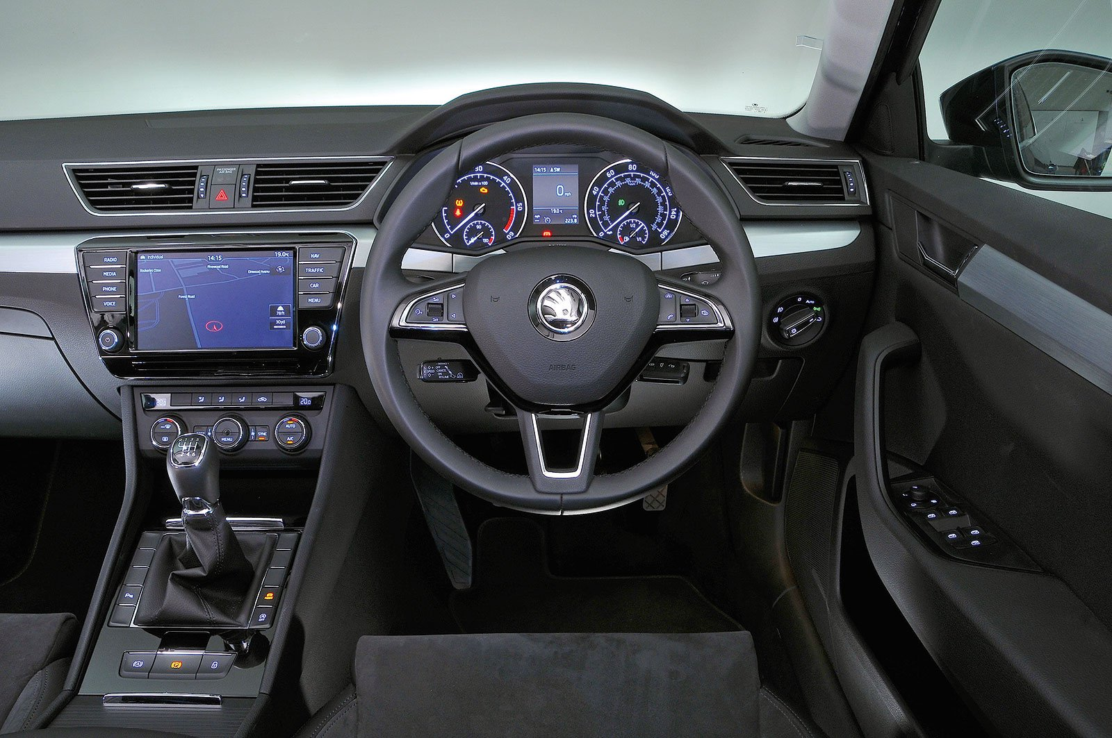 Skoda Superb (2016-present) - interior